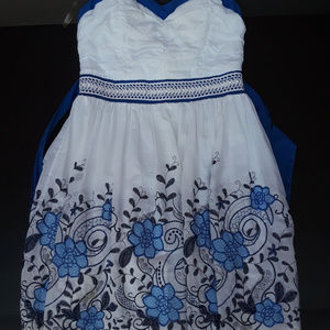 Strapless dress white with blue floral print